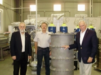 Professor of the University of South Carolina (USA) Frank T. Avignon III visited the laboratory of experimental nuclear physics